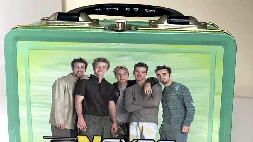 NSYNC GREEN DESIGN WITH GROUP PHOTO METAL LUNCH BOX WITH CARRYING STRAP2000